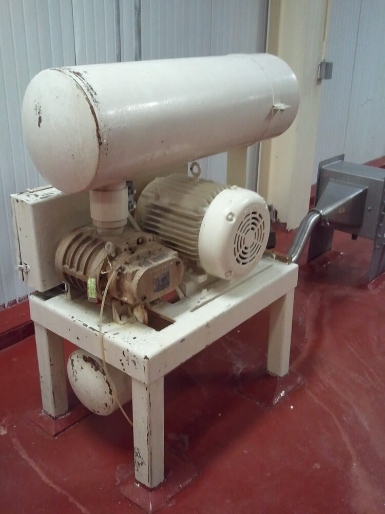 Pressure blower with heat exchanger